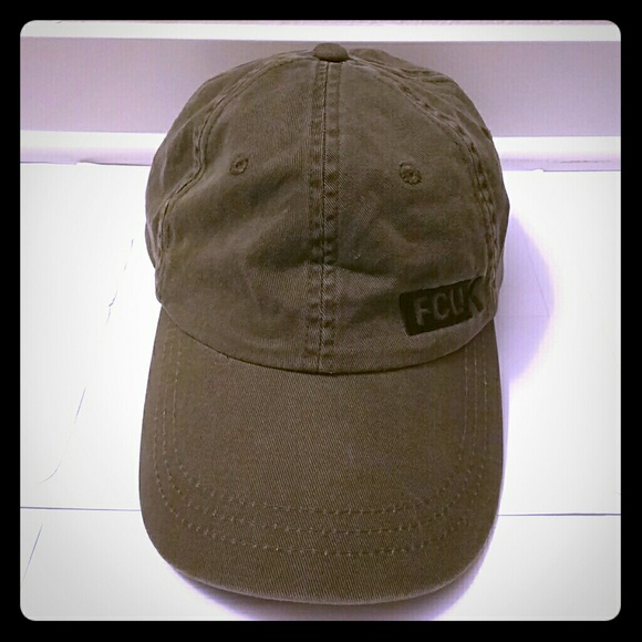 French Connection Accessories - French connection cap (pre-owned) 978cd51a4790